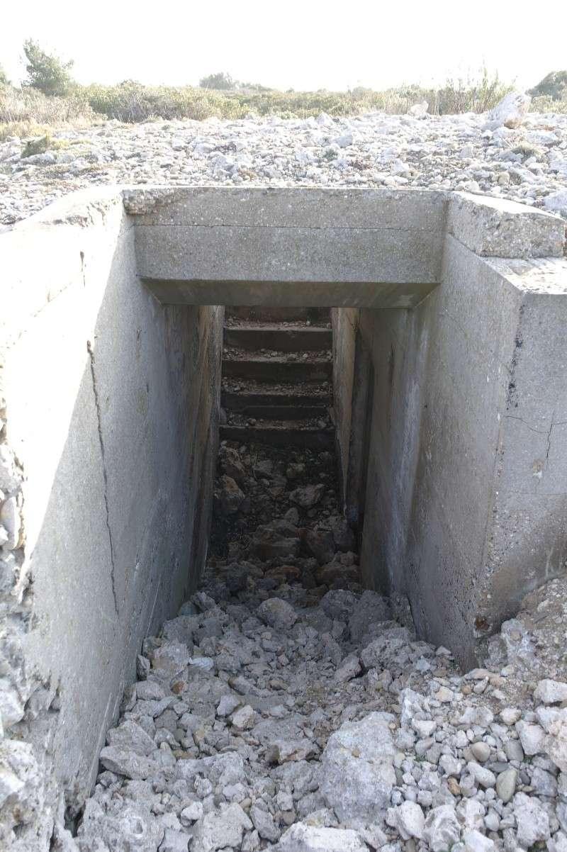 photos d'un bunker perdu en pleine garrigue ( du coter de carro) Bunker12