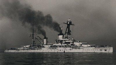 le sabordage du cuirasse francais courbet (operation corncob 1944) Courbe10