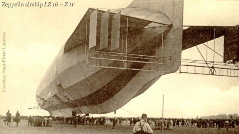 1913 : un zeppelin allemand s'égare en France Phoa8210