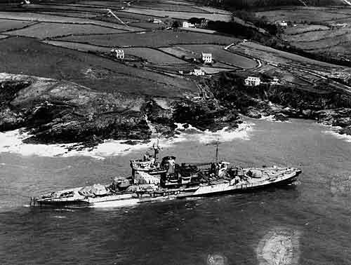 HMS WARSPITE 1942 - Page 10 Warspi11