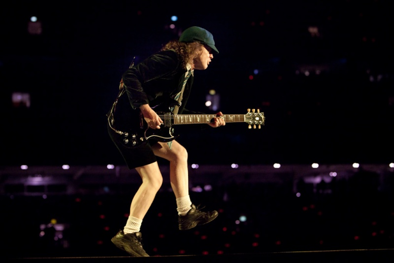 Feliz cumpleaños Angus Young, 58 años Angus-10