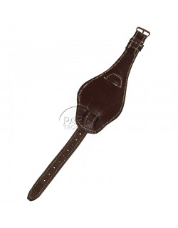 Un accessoire français contre le sable chaud  Bracel11