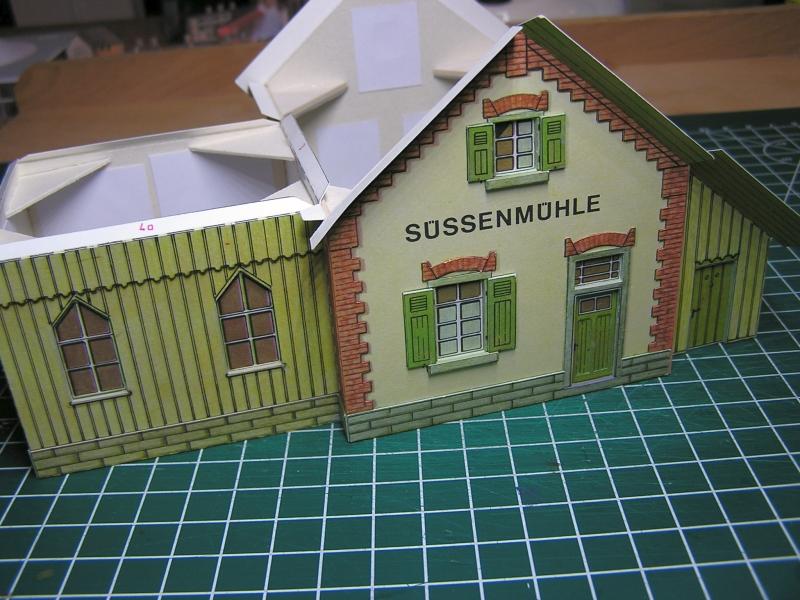 Bedarfshaltestelle Süßenmühle von Schreiber-Bogen in H0 - leicht aufgepeppt 2520