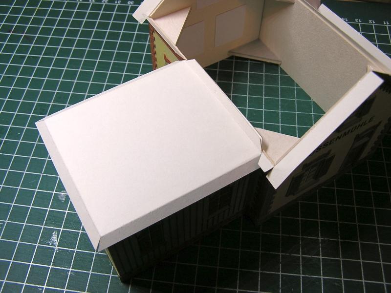 Bedarfshaltestelle Süßenmühle von Schreiber-Bogen in H0 - leicht aufgepeppt 3014