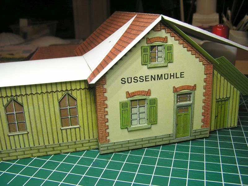 Bedarfshaltestelle Süßenmühle von Schreiber-Bogen in H0 - leicht aufgepeppt 3514