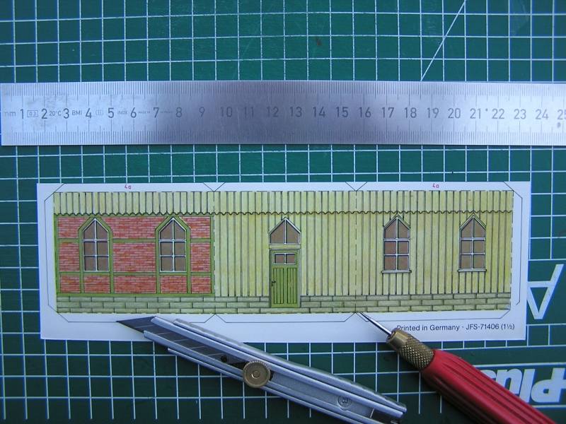 Bedarfshaltestelle Süßenmühle von Schreiber-Bogen in H0 - leicht aufgepeppt 618