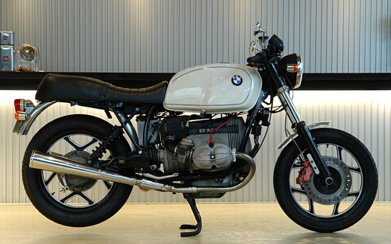 C'est ici qu'on met les bien molles....BMW Café Racer - Page 5 Basic010