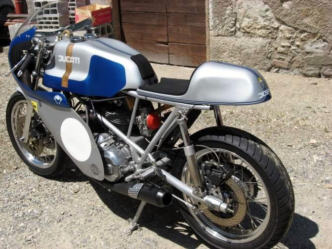 Ducati Twins à Couples Coniques : C'est ICI - Page 6 31232610