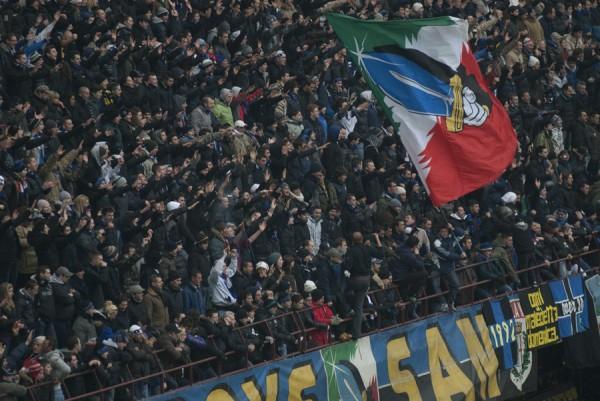 Le Mouvement en Italie . - Page 4 Curva-16