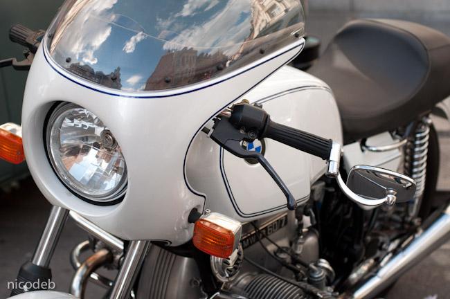 C'est ici qu'on met les bien molles....BMW Café Racer - Page 6 Dsc_0010