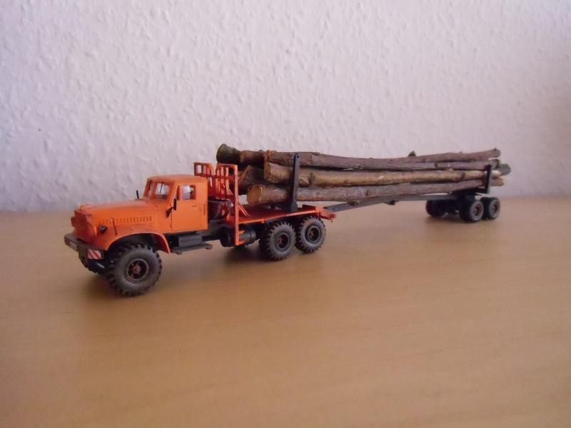 Kraz 255 als Rohrtransprter und als Holztransporter Dsci7719
