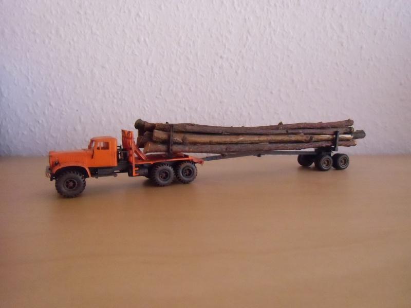 Kraz 255 als Rohrtransprter und als Holztransporter Dsci7720