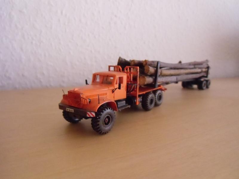 Kraz 255 als Rohrtransprter und als Holztransporter Dsci7721