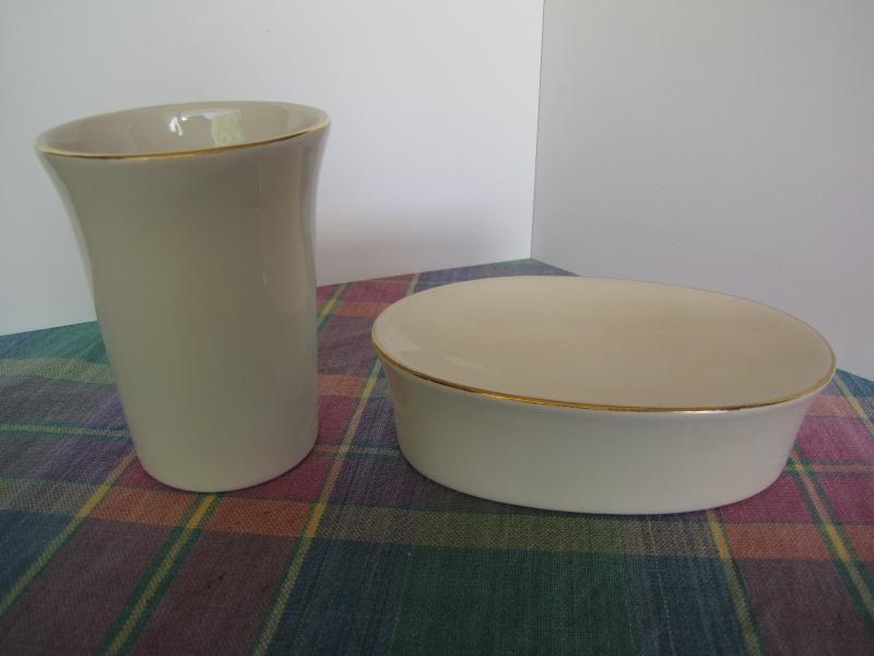 A Crown Lynn Bathroom Tumbler & Pen Pot Shape 3621 Jan11_10