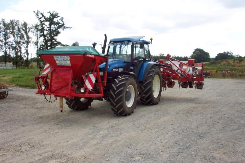 Photos de vos tracteurs - Page 3 Semoir10