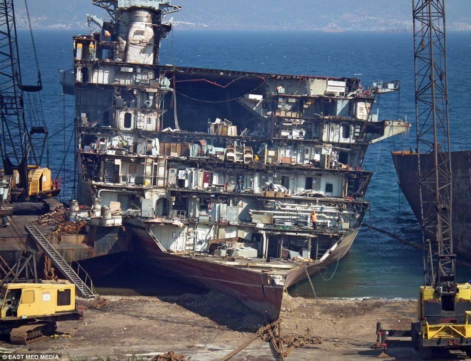 navires au déchirages ou abandonné  - Page 2 10190