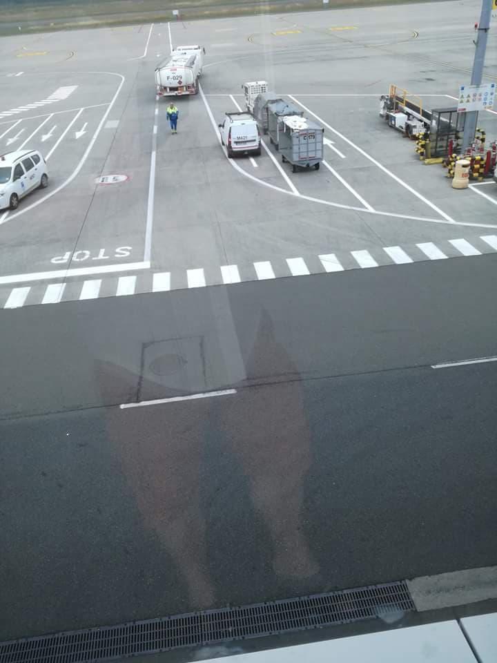 fueliste à l'aéroport  10a10