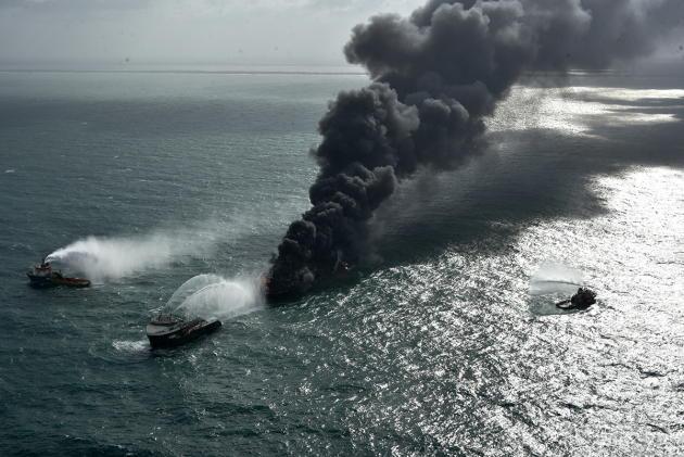 Explosion et incendie sur un pétrolier près du Sri Lanka - Page 4 11_jfi10