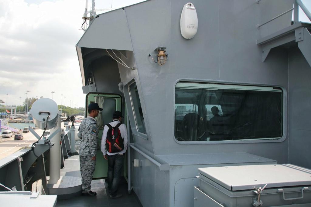 Marine royale thaïlandaise - Royal Thai Navy 1215
