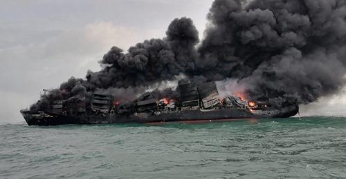 Explosion et incendie sur un pétrolier près du Sri Lanka - Page 4 12_jfi10