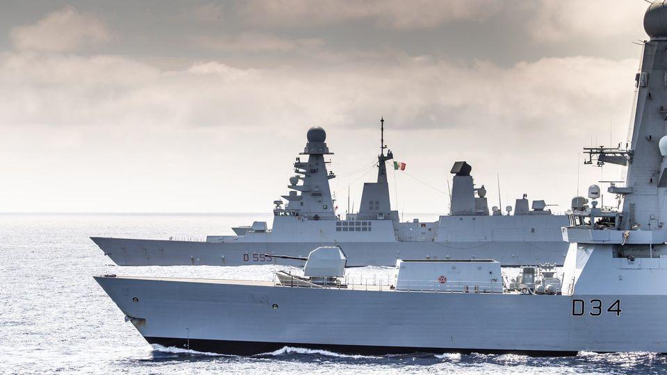 Royal Navy : les news - Page 13 20104