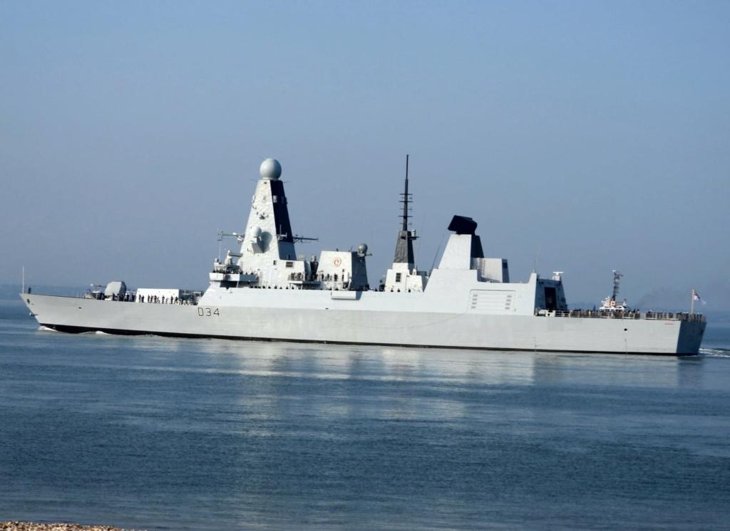 Royal Navy : les news - Page 10 2330