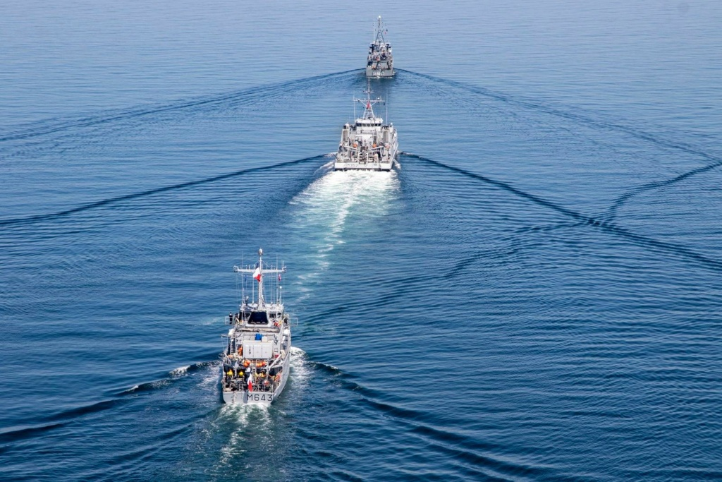 Tag strongertogether sur www.belgian-navy.be 2687