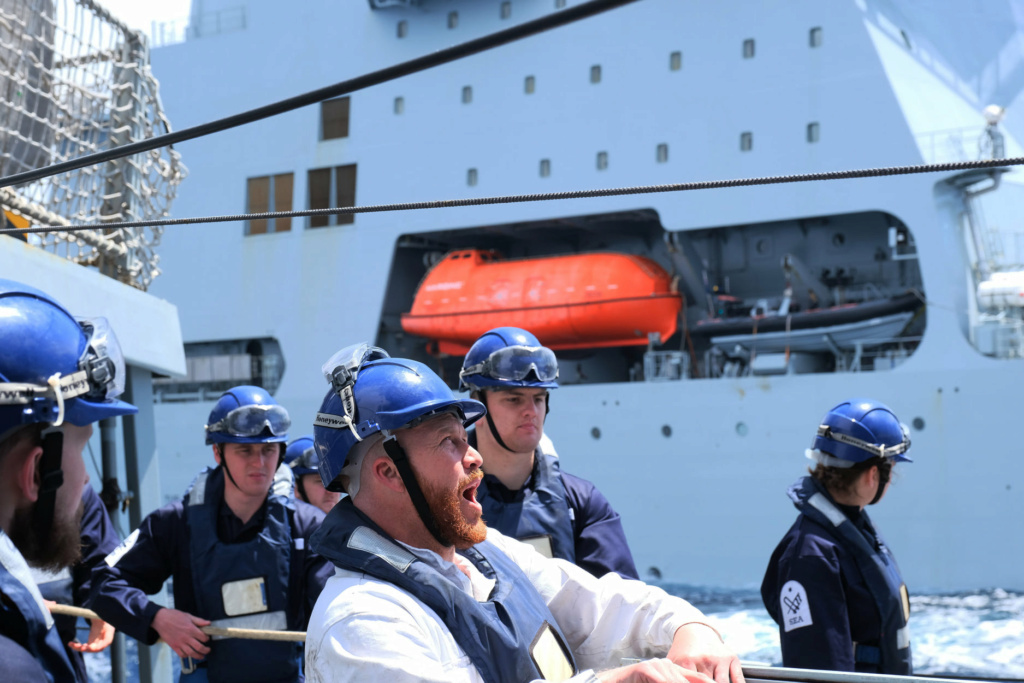 Tag strongertogether sur www.belgian-navy.be 2741