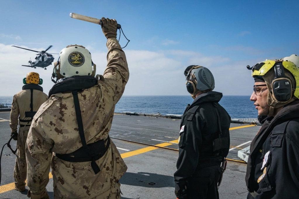 Tag strongertogether sur www.belgian-navy.be 2743