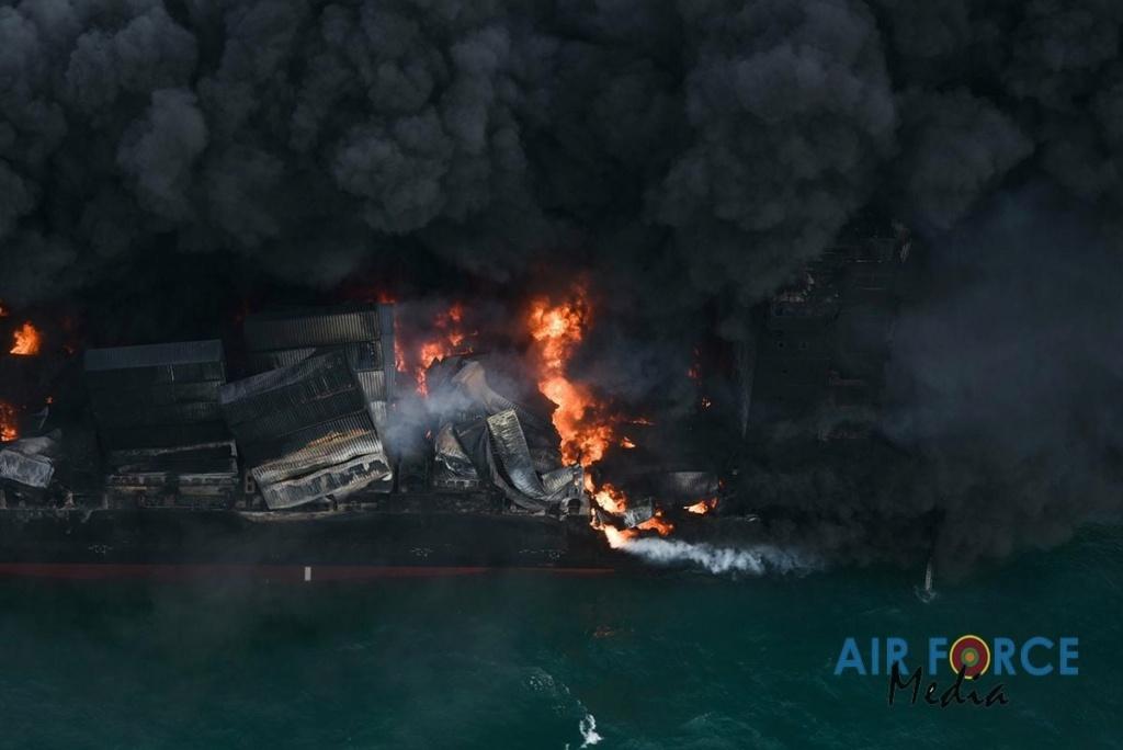 Explosion et incendie sur un pétrolier près du Sri Lanka - Page 4 3468