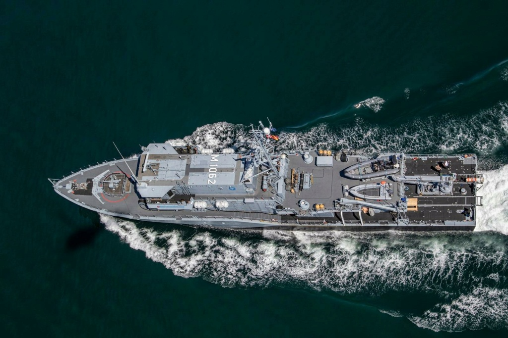 Tag strongertogether sur www.belgian-navy.be 3558