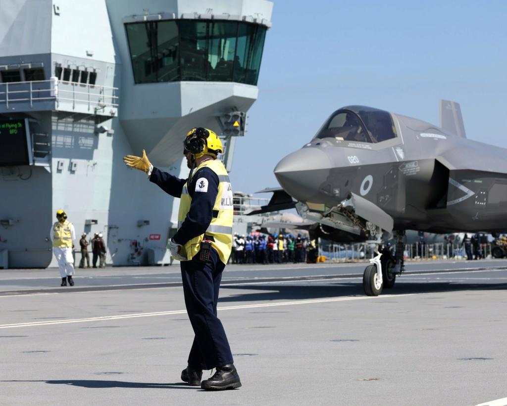 Royal Navy : les news - Page 11 4312