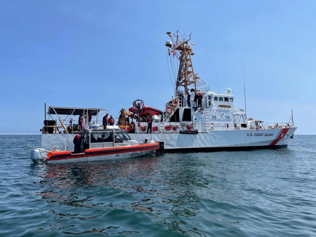U. S. Coast Guard (garde-côtes des États-Unis) - Page 6 4437