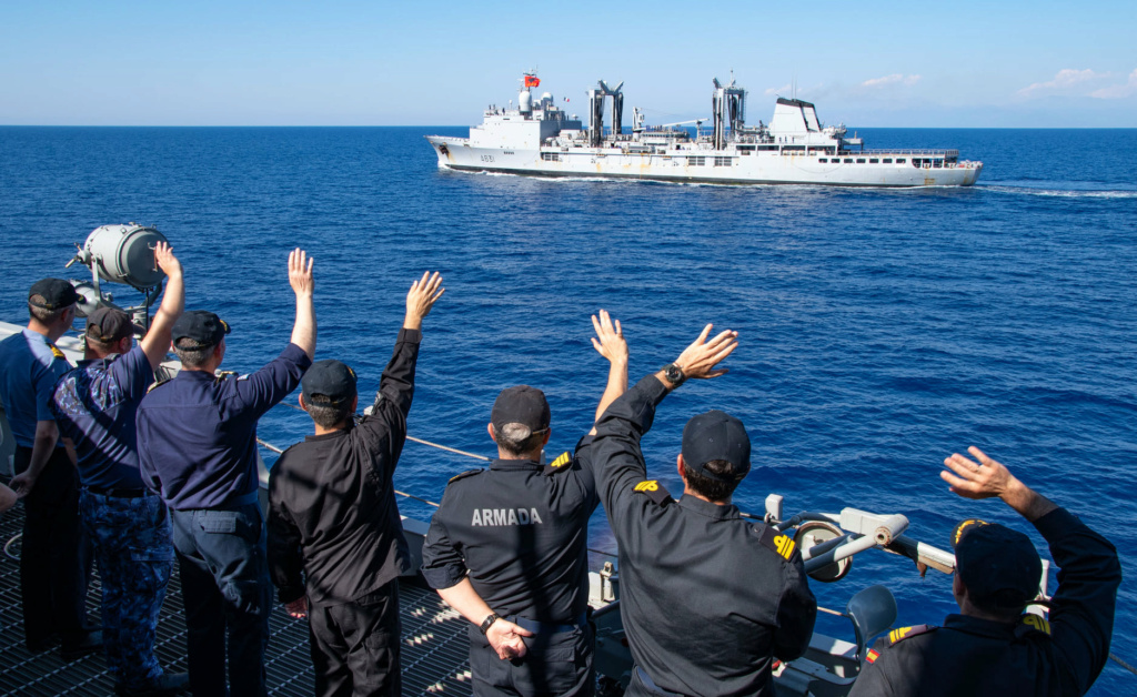 Tag strongertogether sur www.belgian-navy.be 4487