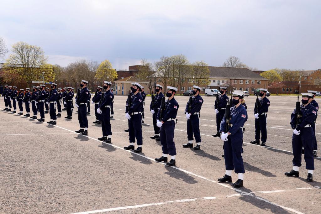 Royal Navy : les news - Page 8 479
