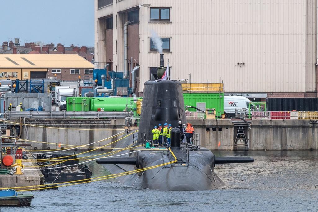 Royal Navy : les news - Page 12 5252