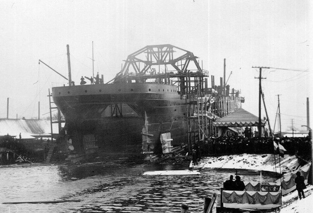 les plus vieux navires de guerre toujours en activités 7185