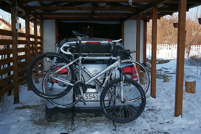 Возьми с собой велосипед в дорогу. Hollywood Express Bike Rack - багажник на заднюю дверь для перевозки велосипедов. Sg1l0911