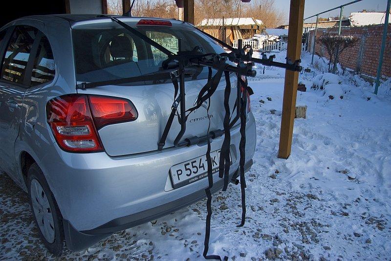 Возьми с собой велосипед в дорогу. Hollywood Express Bike Rack - багажник на заднюю дверь для перевозки велосипедов. Sg1l0914