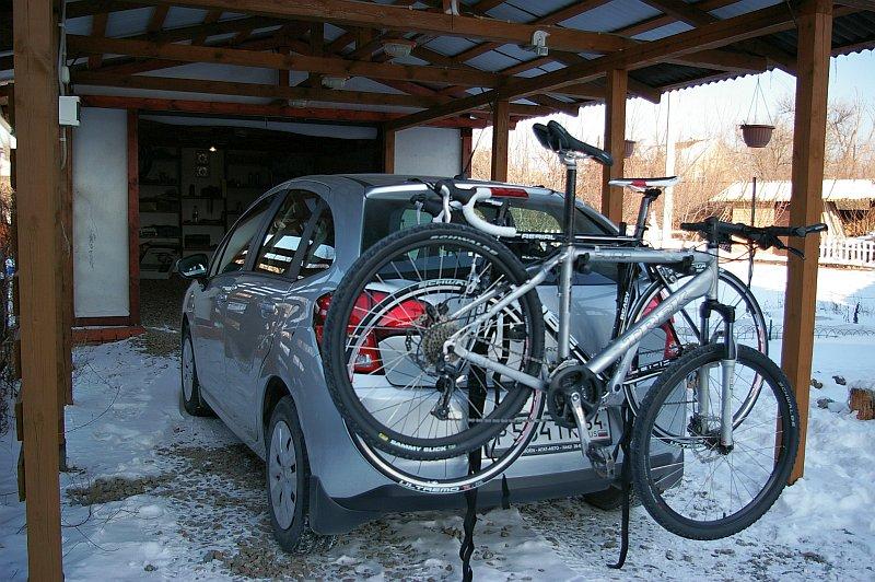 Возьми с собой велосипед в дорогу. Hollywood Express Bike Rack - багажник на заднюю дверь для перевозки велосипедов. Sg1l0916
