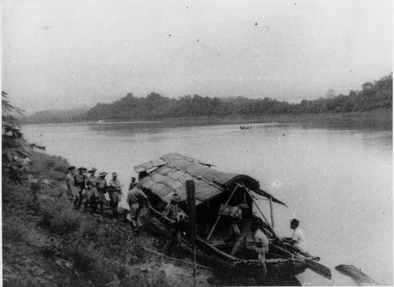 qui se souvient des 4 cdos Hoa Hao du Capitaine Charvet 1947/1948 ? 21-19410