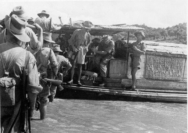 qui se souvient des 4 cdos Hoa Hao du Capitaine Charvet 1947/1948 ? 23-19410