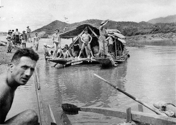 qui se souvient des 4 cdos Hoa Hao du Capitaine Charvet 1947/1948 ? 27-des10