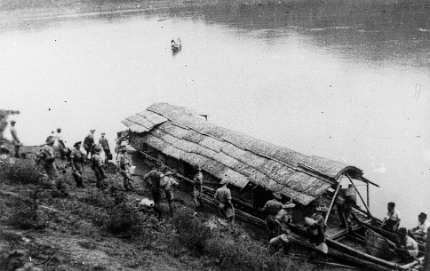 qui se souvient des 4 cdos Hoa Hao du Capitaine Charvet 1947/1948 ? 31-19410