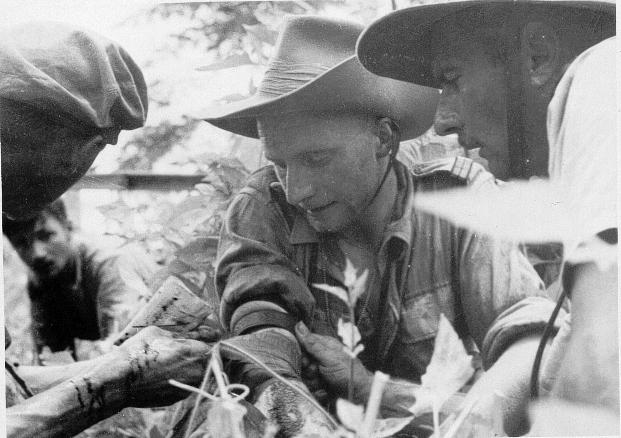 qui se souvient des 4 cdos Hoa Hao du Capitaine Charvet 1947/1948 ? 33-19410