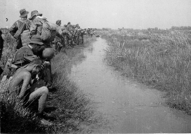qui se souvient des 4 cdos Hoa Hao du Capitaine Charvet 1947/1948 ? 43-19410