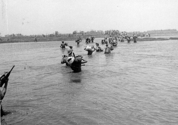 qui se souvient des 4 cdos Hoa Hao du Capitaine Charvet 1947/1948 ? 44-pj710