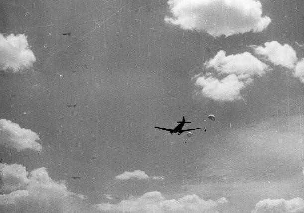 qui se souvient des 4 cdos Hoa Hao du Capitaine Charvet 1947/1948 ? 45-pj510