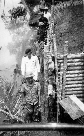qui se souvient des 4 cdos Hoa Hao du Capitaine Charvet 1947/1948 ? 59-san10