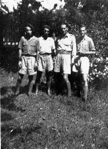 qui se souvient des 4 cdos Hoa Hao du Capitaine Charvet 1947/1948 ? 84-ave10